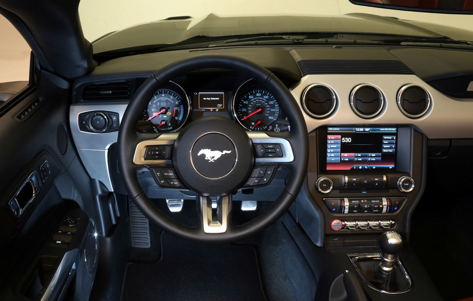 2015-ford-mustang-interior-11